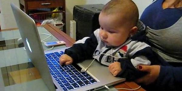 bambino tecnologico