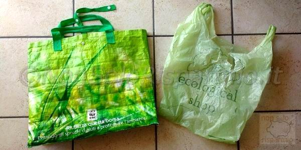 Buste di plastica o bioplastica (foto M. Cuomo - www.nonsolorisparmio.it)