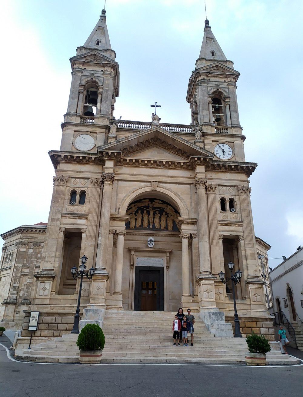Basilica dei SS. Medici Cosma e Damiano - Alberobello (foto Maurizio Cuomo - Spunti di Viaggio)