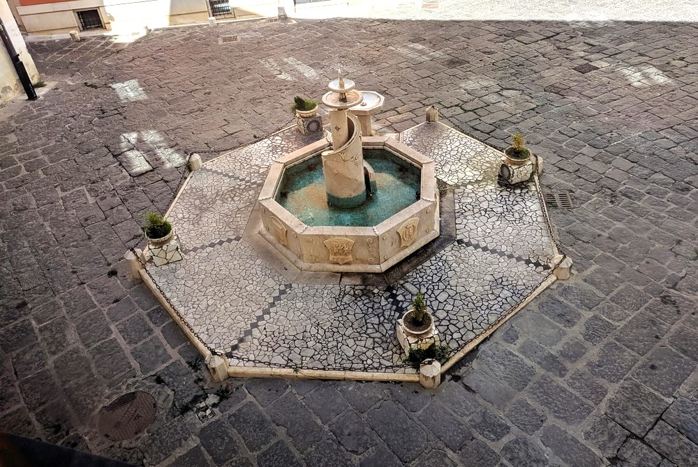 Fontana ottagonale - Potenza (foto Maurizio Cuomo - Spunti di Viaggio)