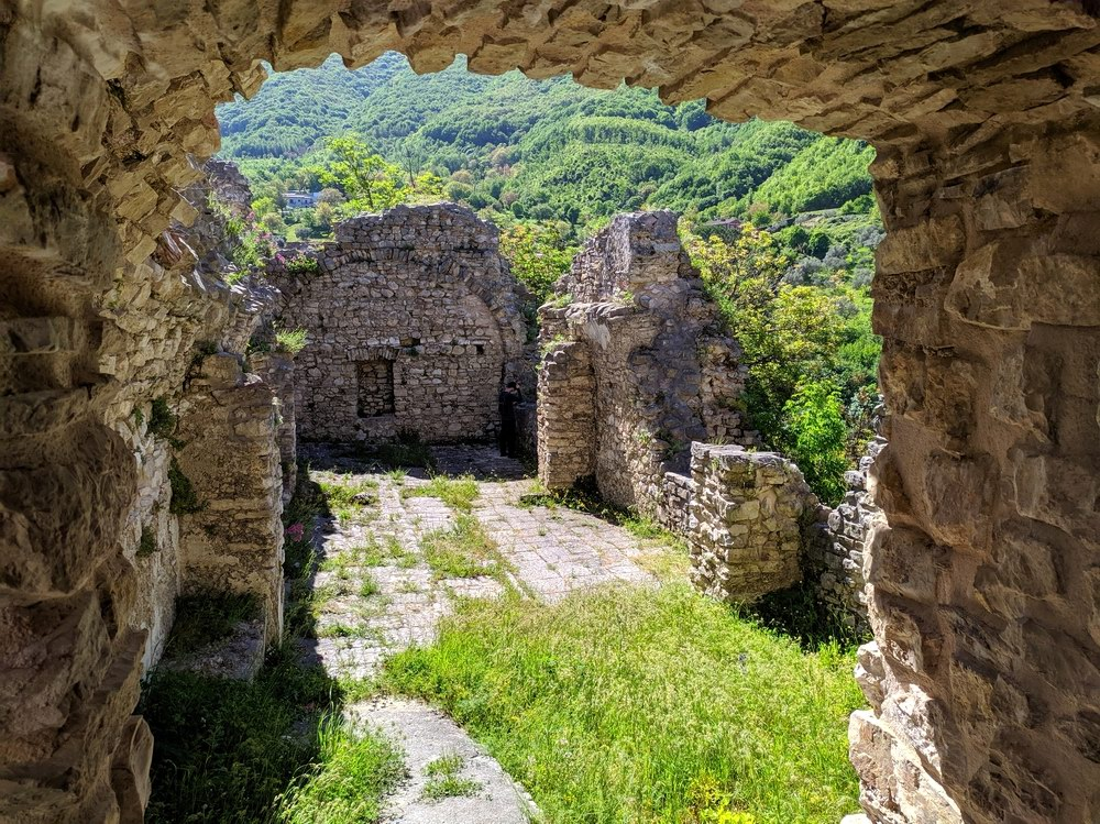 I ruderi del Castello Normanno di Laviano (foto Maurizio Cuomo da Spunti di Viaggio)