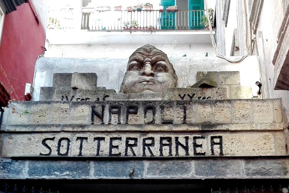Napoli Sotterranea - Frontespizio d'ingresso (foto Maurizio Cuomo - Spunti di Viaggio)